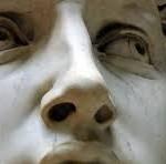 Nee, de David van Michelangelo heeft geen last van het Stendhal-syndroom, hij heeft zwakke enkels