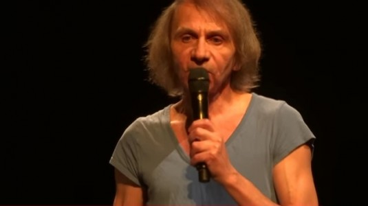 Michel Houellebecq, performer