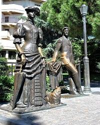 De dame met het hondje en haar schrijver, beeld op de boulevard van Jalta