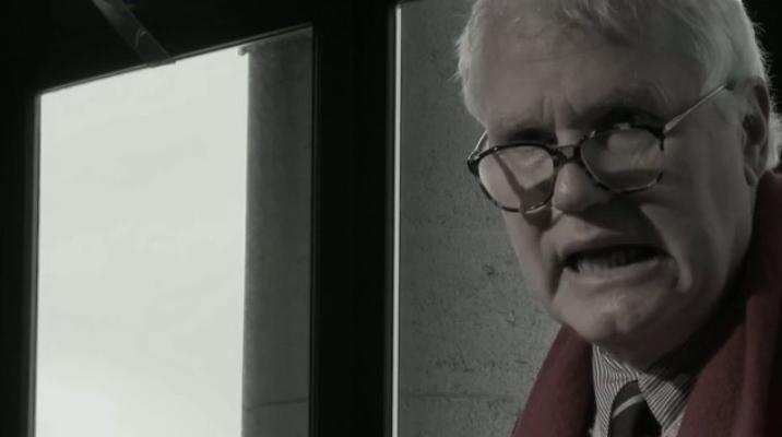 Adriaan van Dis als zijn vader Victor Justin Mulder